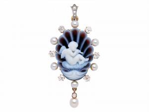 The delicate pendant, lot 187