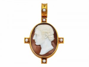 AN ANTIQUE PORTRAIT CAMEO AND GOLD PENDANT/BROOCH, CIRCA 1870
